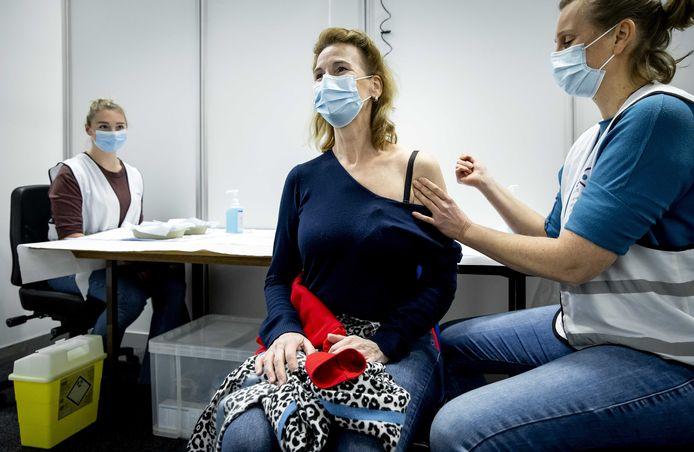 De GGD Utrecht is 8 januari begonnen met het vaccineren in het evenementencomplex Expo Houten.