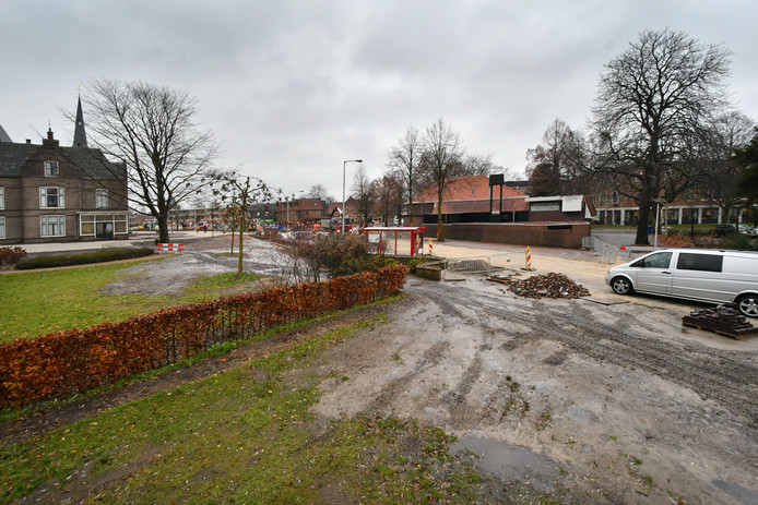 Op de hoek van de Dr. Frederiksstraat en de Gronausestraat mag een woning gebouwd worden, ondanks de stankcirkel van tegenovergelegen slachterij Luijerink.