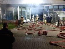 Nieuws gemist? NL-Alert om grote brand in Doetinchemse school en dure Big Mac voor acht jongeren