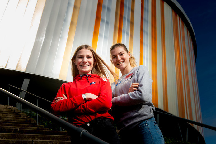 De zussen Femke en Sara Kramer, Apeldoornse meiden die 11 jaar geleden naar Oostenrijk verhuisden en nu furore maken als wintersporters. Voor Oostenrijk.