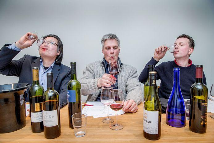 Het proefpanel met wijnkenners Richard van Leest, Rien van der Meulen en Bernard Nauta is positief over de wijnen uit het voormalige Oostblok.
