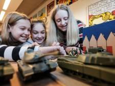 Scholieren in Silvolde leren over 75 jaar vrijheid: 'Wist niet dat er hier zoveel gebeurde in de oorlog'