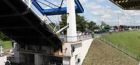 Brug Roggebot tussen Kampen en Dronten vaker open voor zandschepen