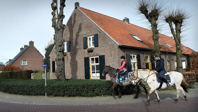 De Dorpsstraat van afvallend Leende. Beeld Marcel van den Bergh