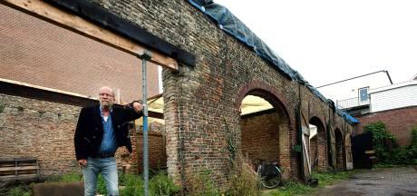 Radeloze eigenaar afgebrand koetshuis wil monument wel opbouwen, maar 'wordt tegengewerkt'