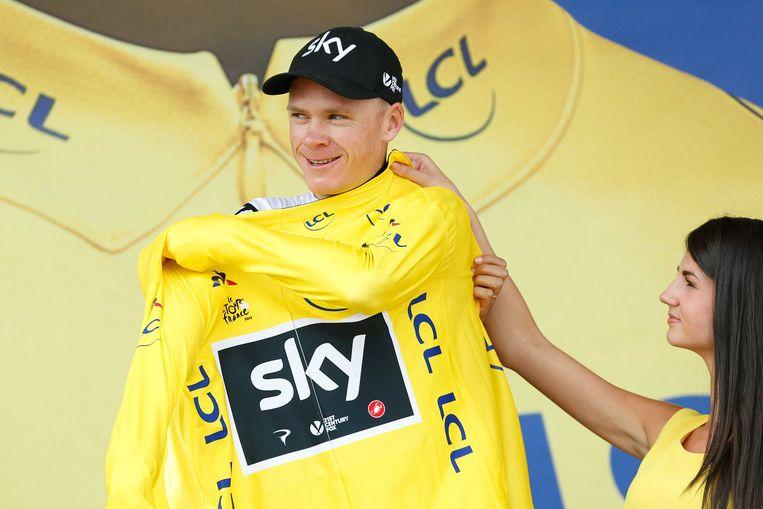 Chris Froome met zijn gele trui op het podium.  Beeld ANP
