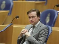 Baudet leest diep in de nacht 100 (!) vragen voor, tot ergernis van Kamer