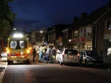 Fietsster komt onder auto op Spoorstraat in Gennep