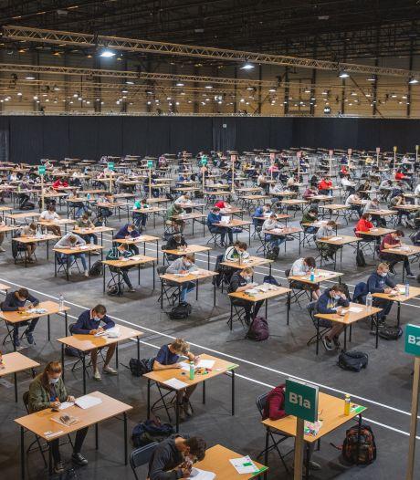 """Eerste studenten leggen examens af in Flanders Expo: """"Zeker voldoende ruimte voor 107.500 proeven"""""""