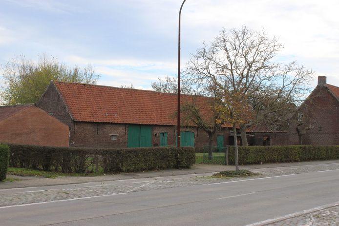 Onder andere deze oude hoeve in de Lostraat zou verdwijnen en plaatsmaken voor de Lidl in Aalter.