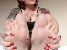 Jessica lokt mannen met voetfetisj op Instagram