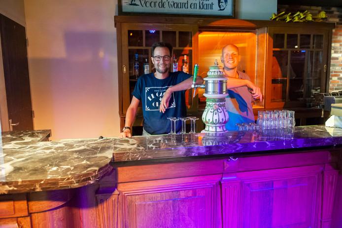 Feestcafé Lalalaa in de Riddestraat in 's-Hertogenbosch gaat weer open. Links Emiel Linssen en rechts Marcel van Zwam