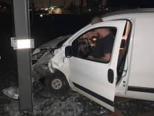 Doldwaze rit: automobilist rijdt kilometerslang over tramrails dwars door Utrecht