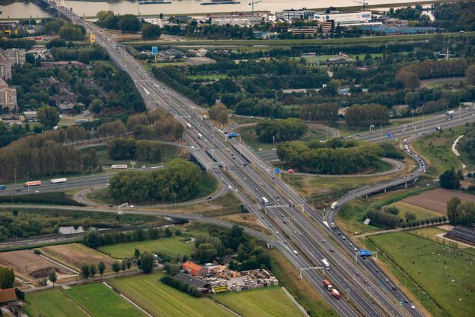 De A15 is afgesloten van knooppunt Deil tot knooppunt Gorinchem (foto).