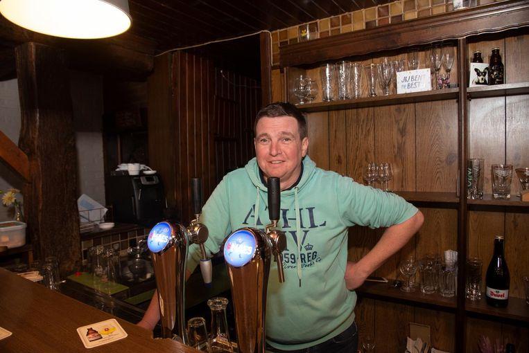 Steven Rasschaert, uitbater van café Eemink, was de inbraken beu en plaatste camera's.