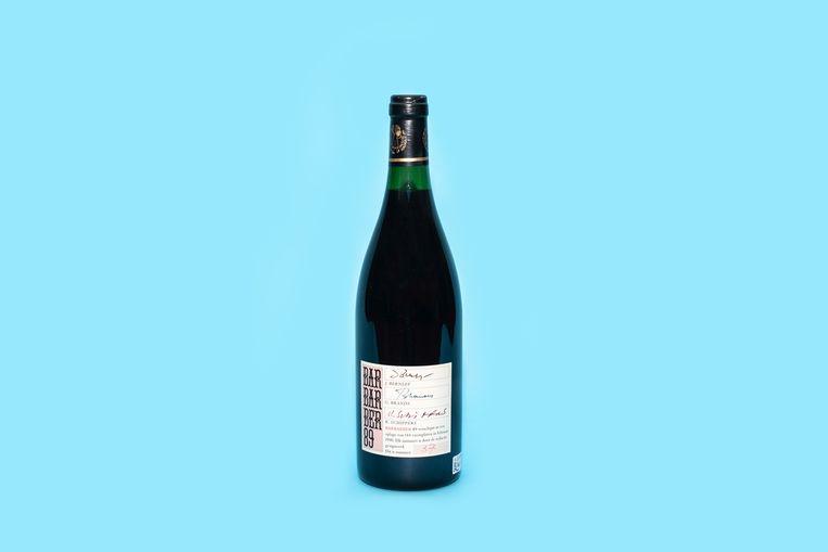 Barbarber, fles wijn uitgegeven als literair tijdschrift. Beeld Simon Lenskens