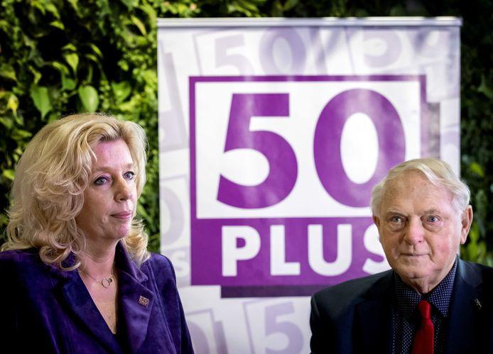 Liane den Haan, de nieuwe lijsttrekker van 50Plus, samen met partijvoorzitter Jan Nagel
