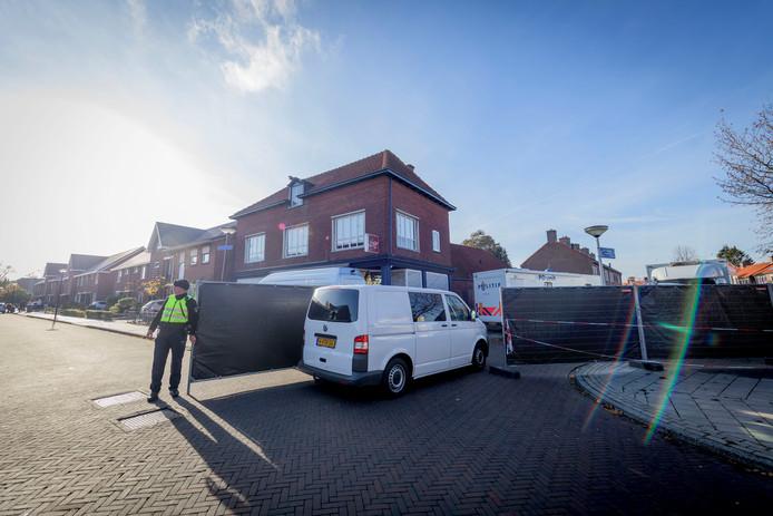 ENSCHEDE - Plaats delict viervoudige moord aan de Van Leeuwenhoekstraat in Enschede