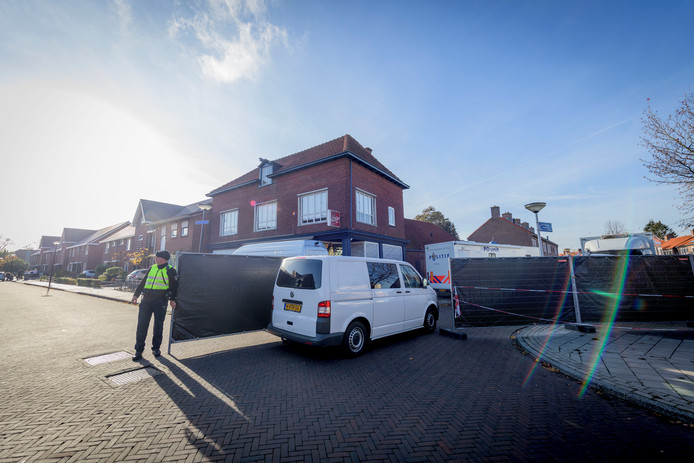 De plaats delict van de viervoudige moord aan de Van Leeuwenhoekstraat in Enschede.