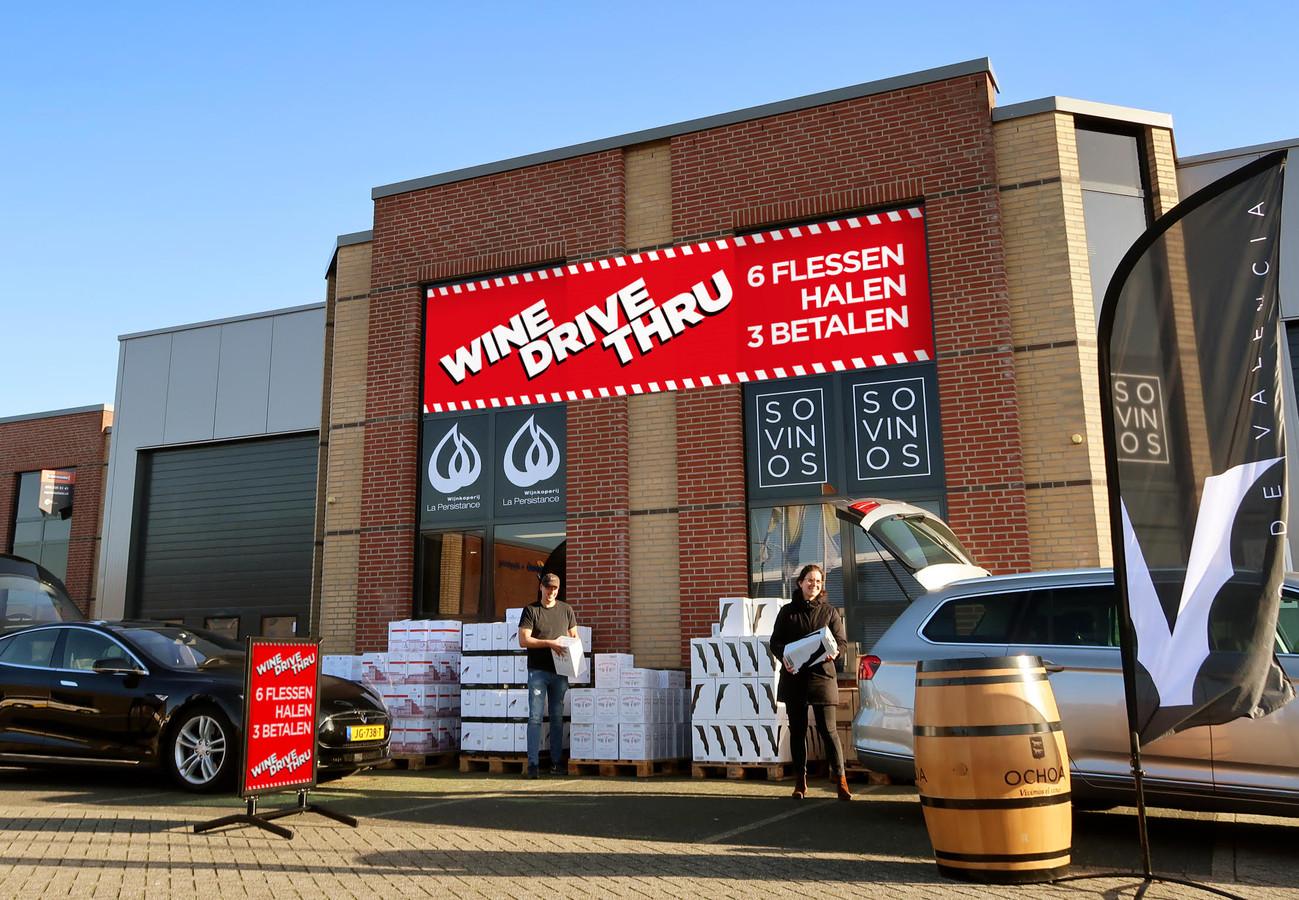 De wine-drive-thru bij het pand van La Persistance in Breda mag van de gemeente niet verder gaan.