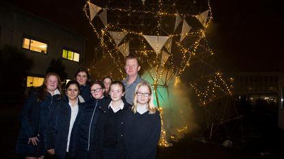 Tien meter hoge ZandHoper verlicht Sint-Ursula