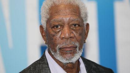 """Morgan Freeman beschuldigd van seksueel wangedrag door 16 personen: """"Ik bied mijn verontschuldigingen aan"""""""