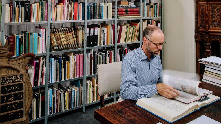 Organist Henk Verhoef op zijn werkplek in de Oosterkerk aan de Wittenburgergracht. Beeld Marc Driessen