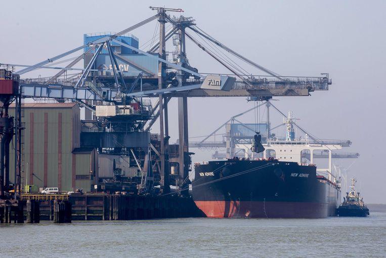 Een vrachtschip in de Rotterdamse haven.  Beeld ANP