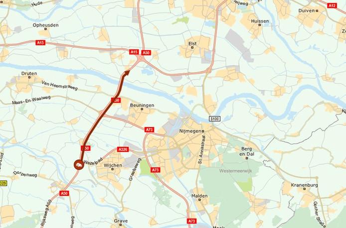 De file tussen Wijchen en Valburg zorgt voor meer dan twee uur vertraging.