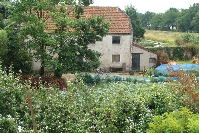 Blauwpoort is onderdeel van het oude kasteelterrein Batestein. De gebouwen die erop staan zijn van latere datum.