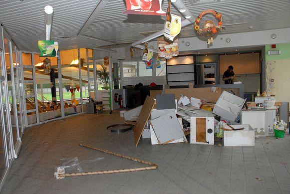 Een aannemer is intussen begonnen met de werken aan de cafetaria.