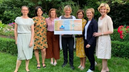 Agora Roeselare-Rodenbach schenkt 2.500 euro aan Pleegzorg West-Vlaanderen