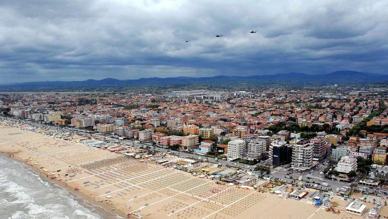Het strand van Rimini. Beeld anp