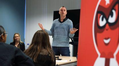 Leerling-reporters leren kneepjes van het vak voor Rode Neuzen Dag in Kortrijk