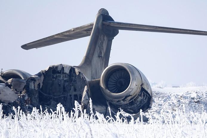 Het wrak van de Amerikaanse  Bombardier E-11A in de Afghaanse provincie Ghazni.
