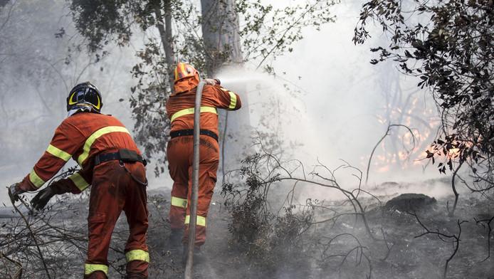 Brandweerlieden aan het werk bij Rome.