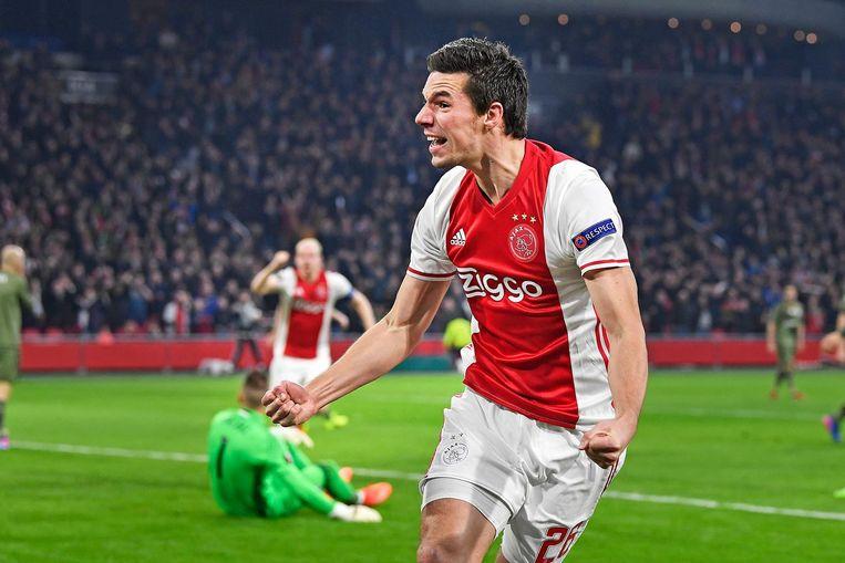 Ajax-verdediger Nick Viergever tijdens de wedstrijd tegen Legia Warszawa. Beeld Guus Dubbelman / de Volkskrant