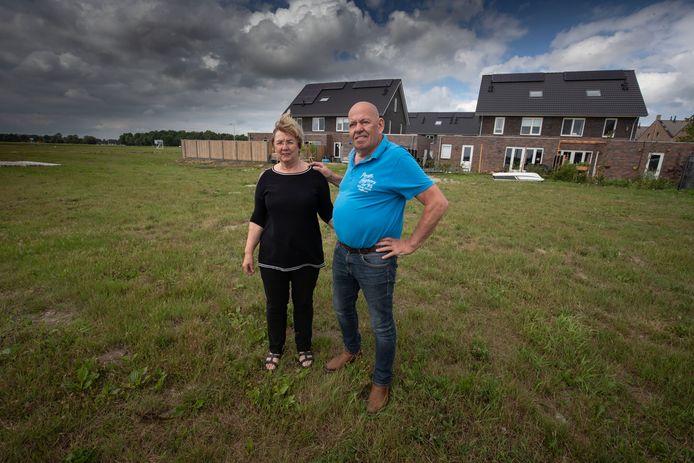 Harrie en Geke Metselaar gaan niet meer bouwen op de beoogde kavel in Marknesse; 'Het risico is te groot'.