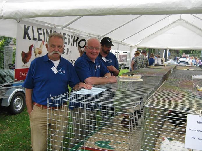 Gerrit Gerritsen (links) en Wil Mesman (midden) van EVKPV Valkenswaard.