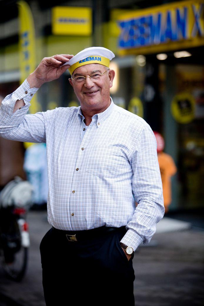 De grondlegger van de Zeeman-winkelketen is niet meer. Alphenaar Jan Zeeman (78) begon ooit met één winkel en schopte het tot miljardair.