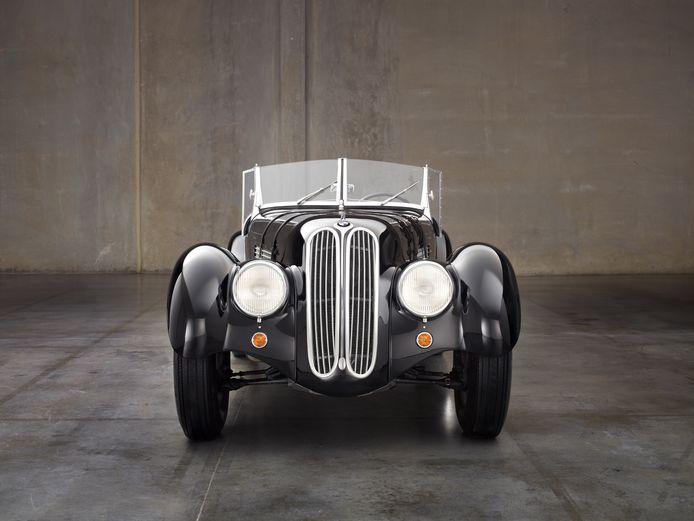 Lange BMW-nieren zijn niets nieuws: de BMW 328 uit de jaren 30 had ze ook al...