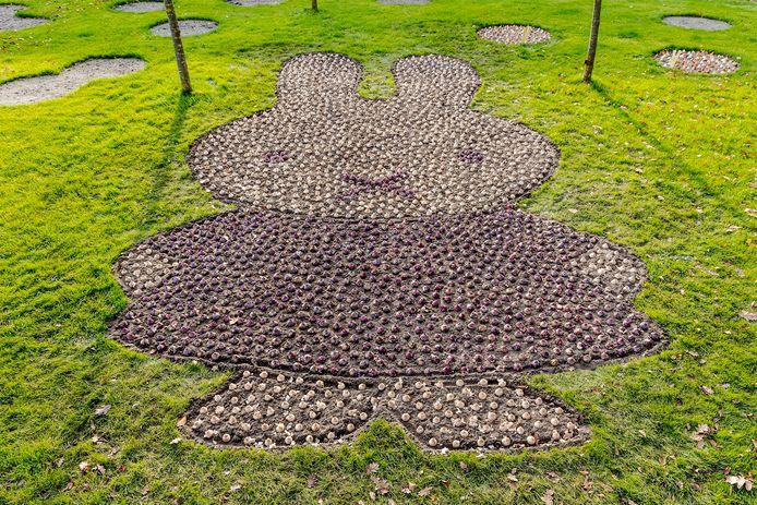 Het mozaïek van nijntje bestaat uit ruim tweeduizend hyacinten.