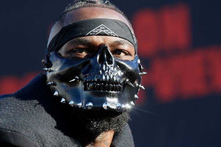 Deontay Wilder maakt zijn opwachting voor zijn bokskampen met een masker.