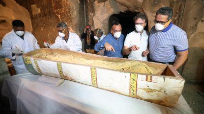 3.000 jaar oude mummie onthuld voor ogen van pers in Egypte