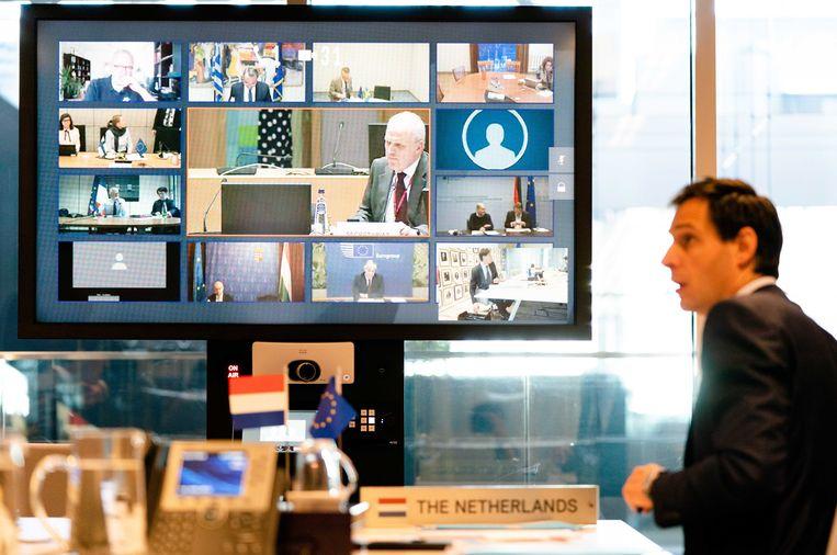 Minister Hoekstra tijdens de videoconferentie met Europese ministers van financiën.  Beeld EPA