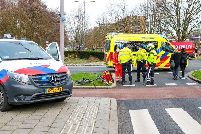 De fietster raakte zwaargewond en is overgebracht naar het ziekenhuis