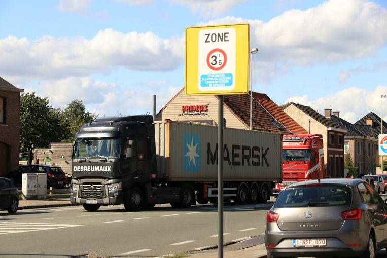 de ene na de andere vrachtwagenbestuurder negeert het verbod