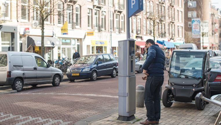 Betaald parkeren in de Javastraat in Oost. Beeld Rowin Ubink