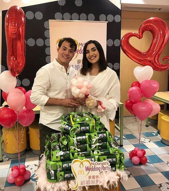 Safiya Nygaard en haar verloofde Tyler Williams. Hun gasten mogen zich alvast verheugen op appeltaart.