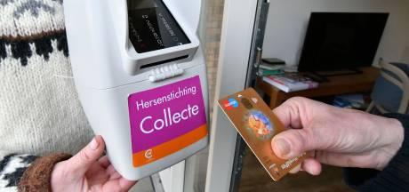 En weer 4 euro! Hogere bedragen voor goede doel door pinnen aan de deur